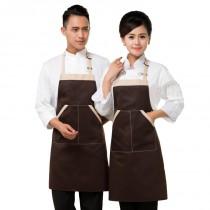 Le tablier chasuble de cuisine, un vêtement pro aux accents féminins