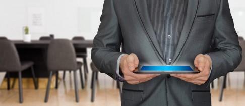 Les avantages des totems tactiles en salle de réunion